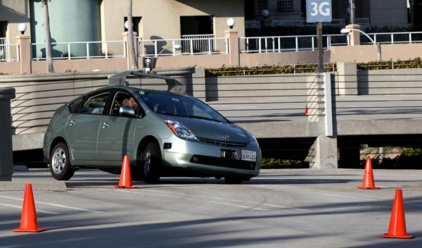 Googles førerløse biler har kjørt feilfritt på amerikanske veier i flere år. Foto: Steve Jurvetson (CC)